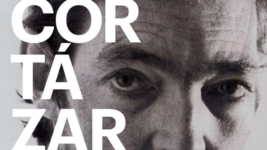 Instrucciones para leer a Julio Cortázar: un documental sobre la (inabarcable) biblioteca de uno de los más grandes autores del siglo XX