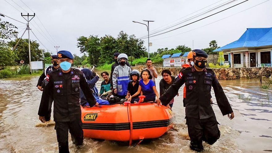 Al menos 95 muertos por las inundaciones en Indonesia y Timor Oriental