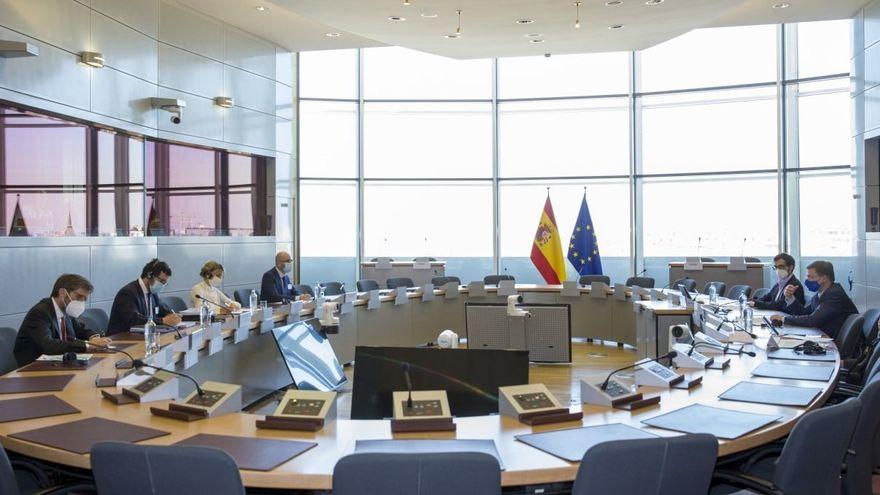Bruselas adelanta a Yolanda Díaz que acoge positivamente las reformas laborales propuestas por el Gobierno