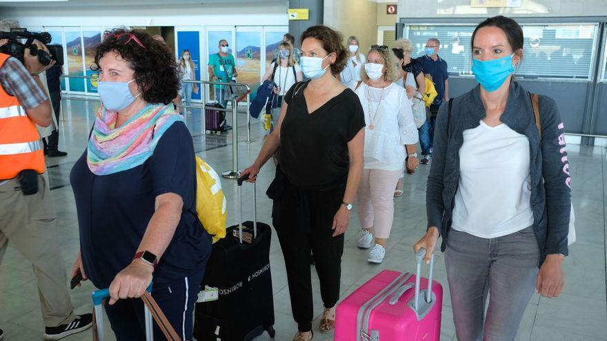 Vacunados sin restricciones, menores sin cuarentenas y nuevo semáforo de colores: los planes de Bruselas para reabrir la UE en verano