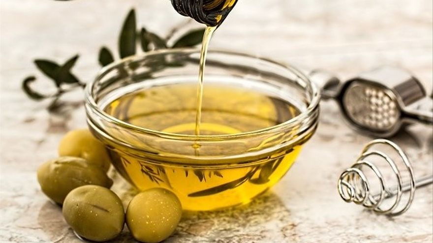El drama del aceite: los olivareros pierden 60 céntimos por kilo vendido y las envasadoras ganan 50