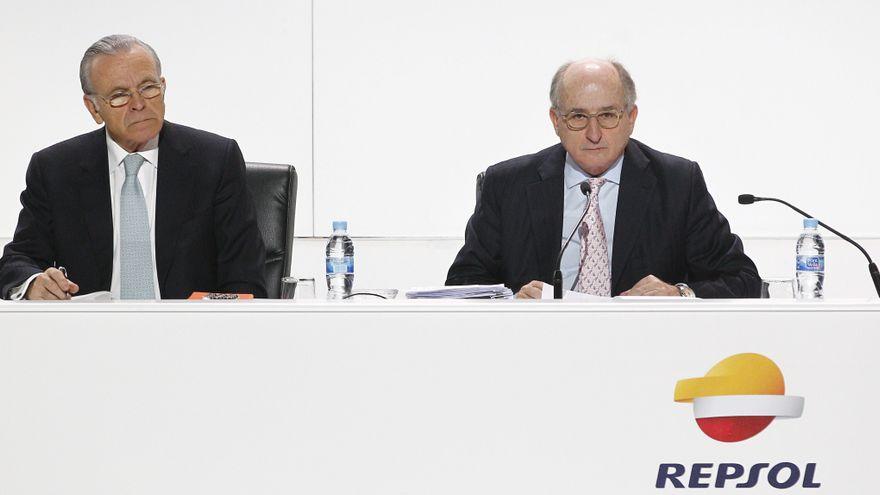 El juez imputa a Repsol y Caixabank por contratar a Villarejo para espiar al presidente de Sacyr