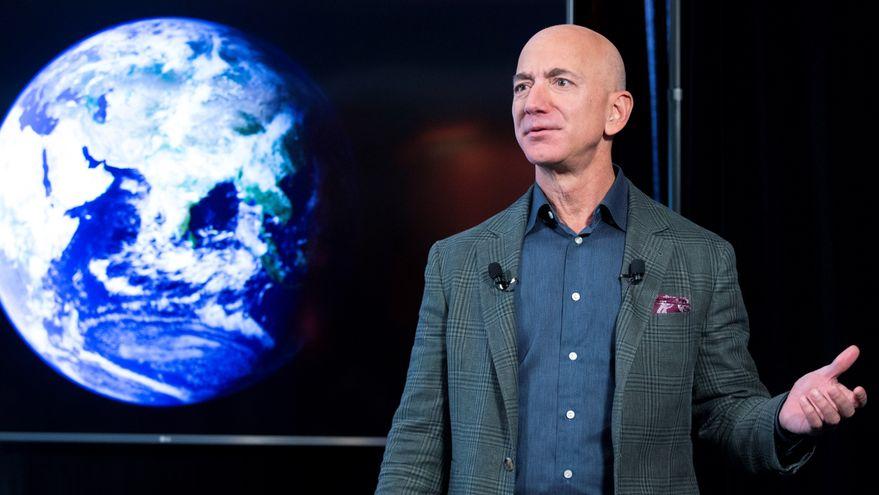 Jeff Bezos deja de ser consejero delegado de Amazon y le sustituye Andy Jassy