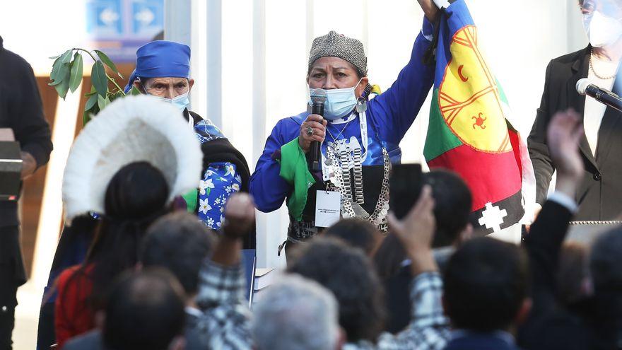 Chile pone en marcha la asamblea que escribe la nueva Constitución con una mujer mapuche al frente