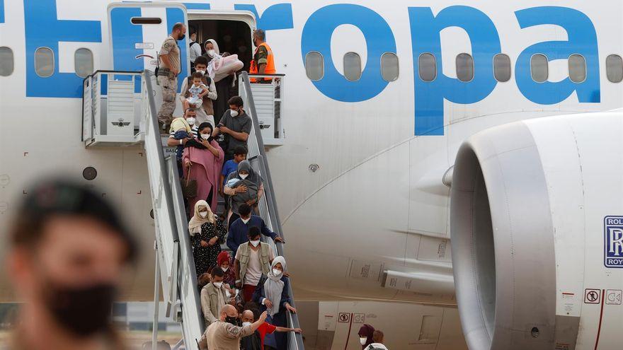 España evacua a un grupo de afganos en un avión que se encontraba en Kabul en el momento del atentado